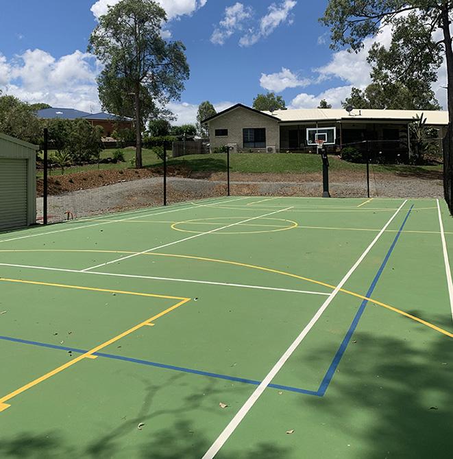 green tennis court in Gympie